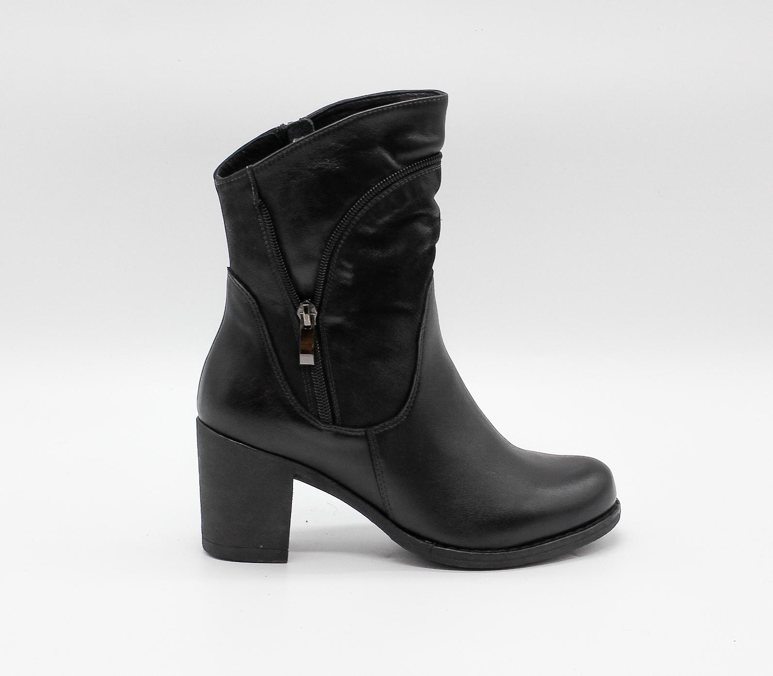 Кожаные черные полусапоги на устойчивом каблуке