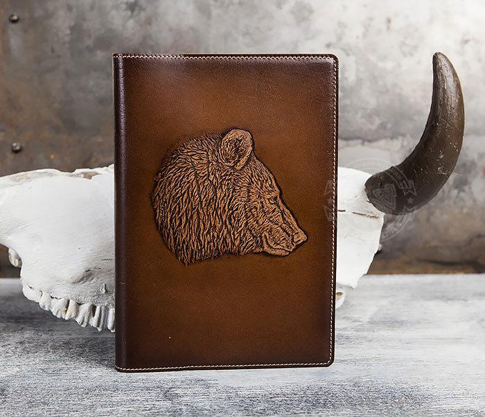 BY05-15-03 Недатированный ежедневник в кожаной обложке с медведем (А5) фото 02