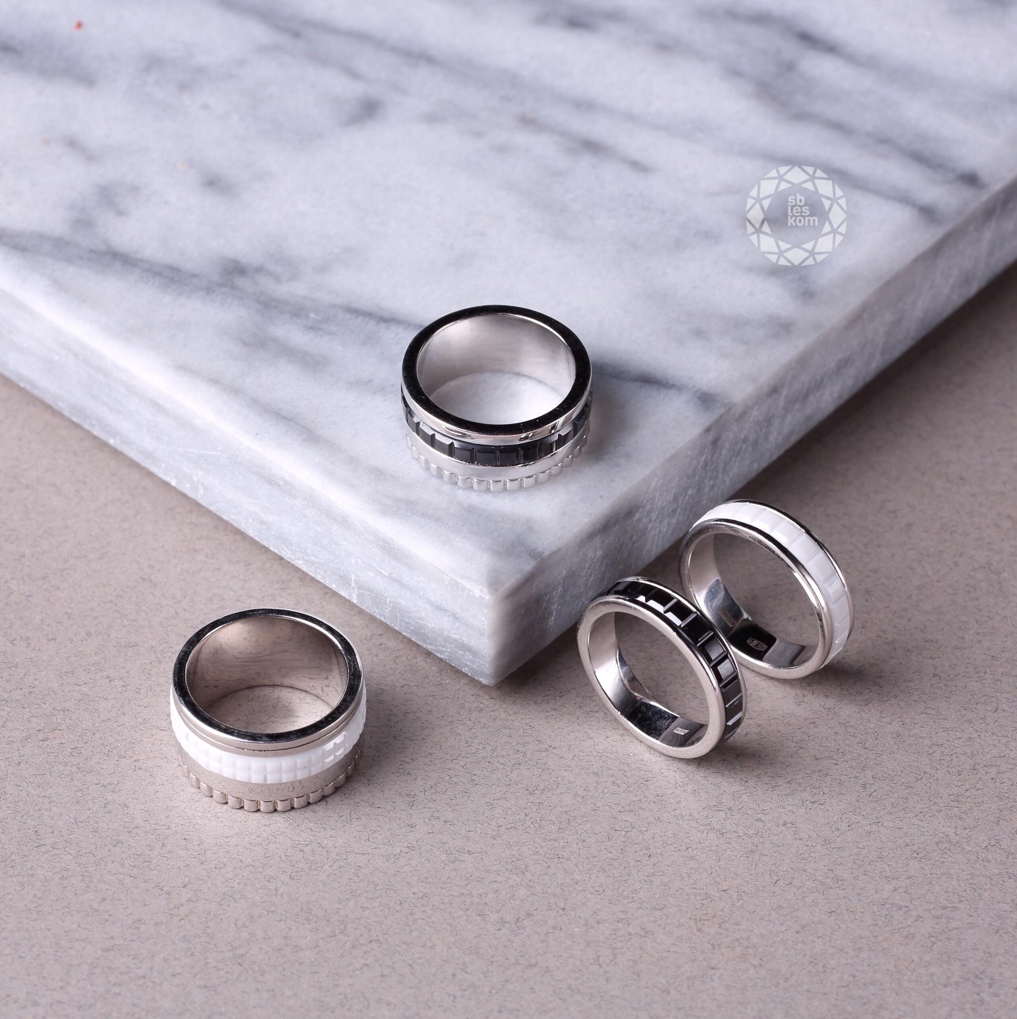 Серебряное кольцо с черной керамикой