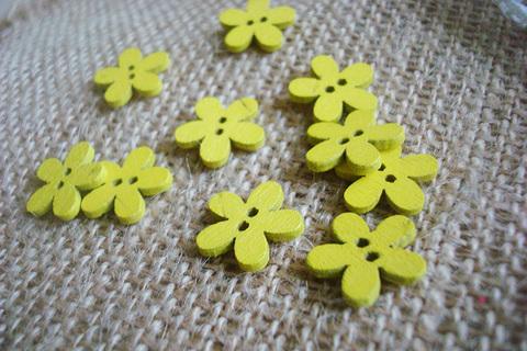 Деревянные пуговки-цветочки, желтый