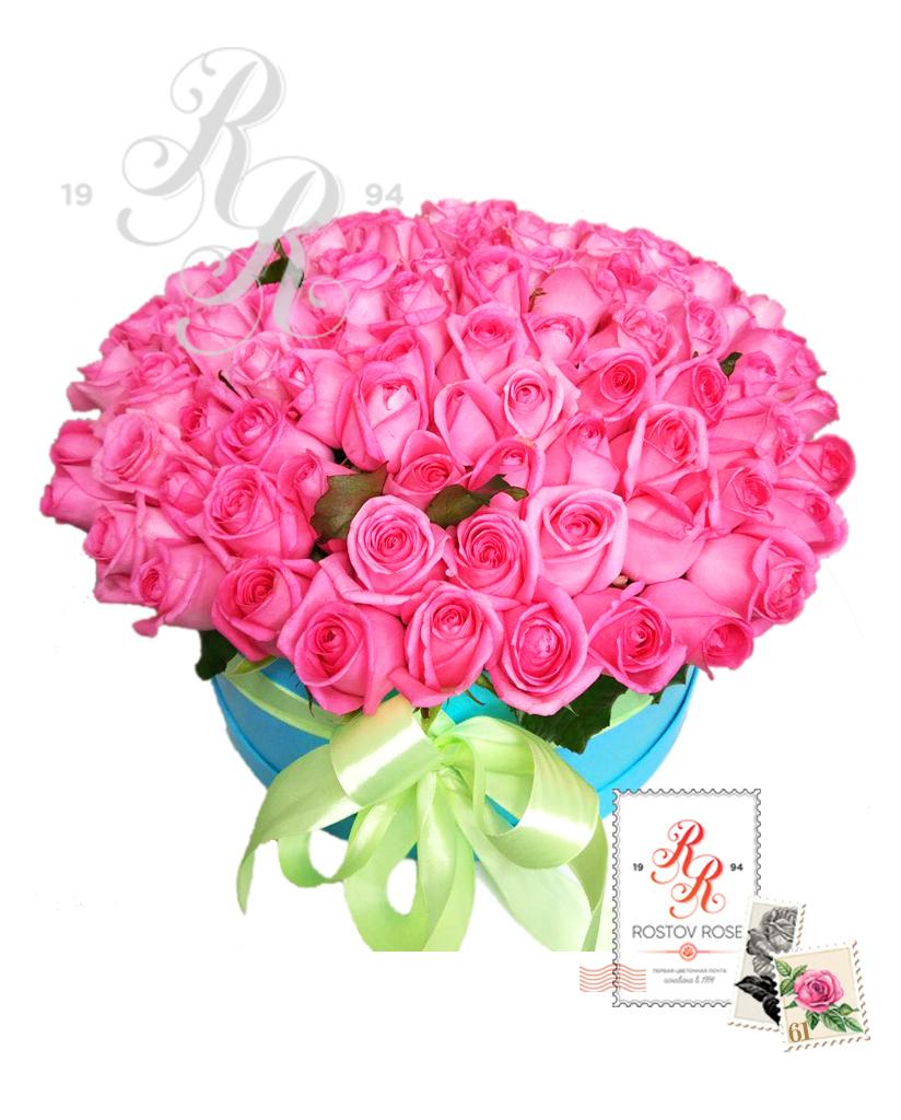 Розовая роза в коробке