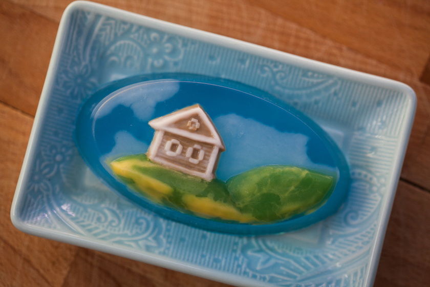 Мыло с домиком. Овальная пластиковая форма