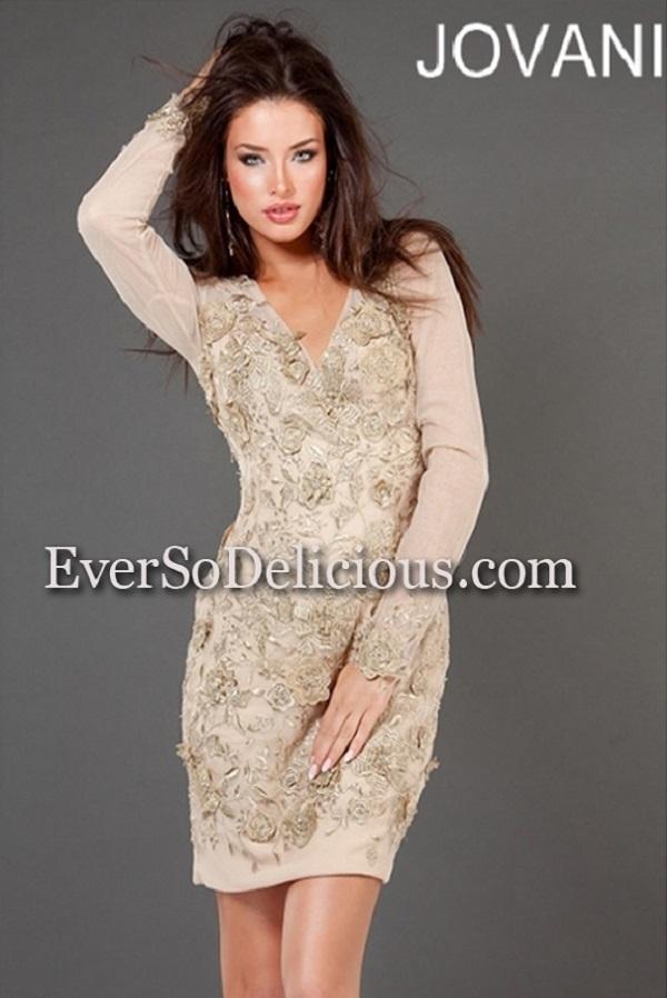 Jovani 73543  Платье покрывает узор из бисера, который образует нежные розы телесного цвета, короткая прямая юбка
