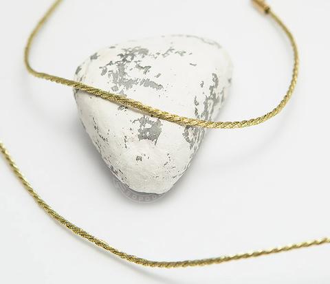 Шнурок гайтан из шелка с позолоченой застежкой