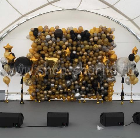 стена из шаров черно-золотая