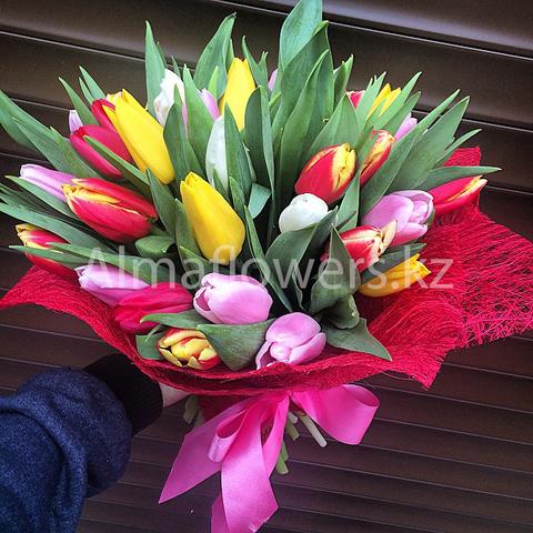 Букет из тюльпанов (красные, желтые, розовые)
