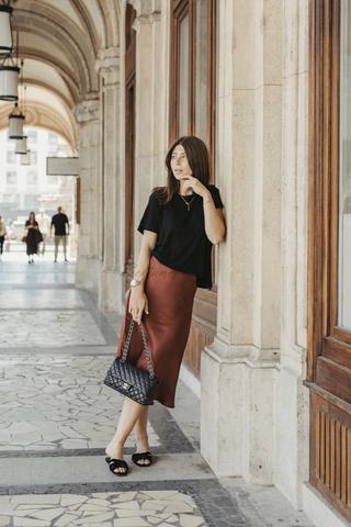 Рыжая стильная трендовая миди юбка из натурального шелка