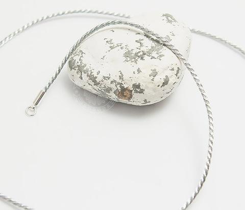 Шелковый шнур на шею (гайтан) серебристого цвета (55 см)