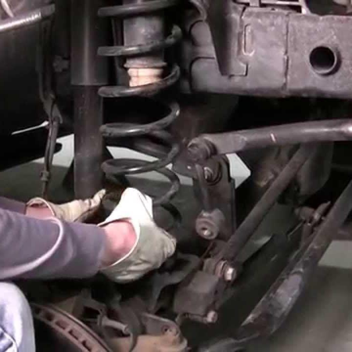 Замена передних пружин подвески фото-1