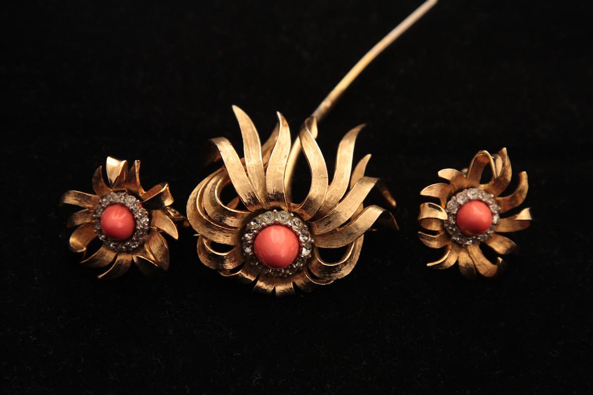 Красивая брошь и клипсы «Цветы» от Boucher