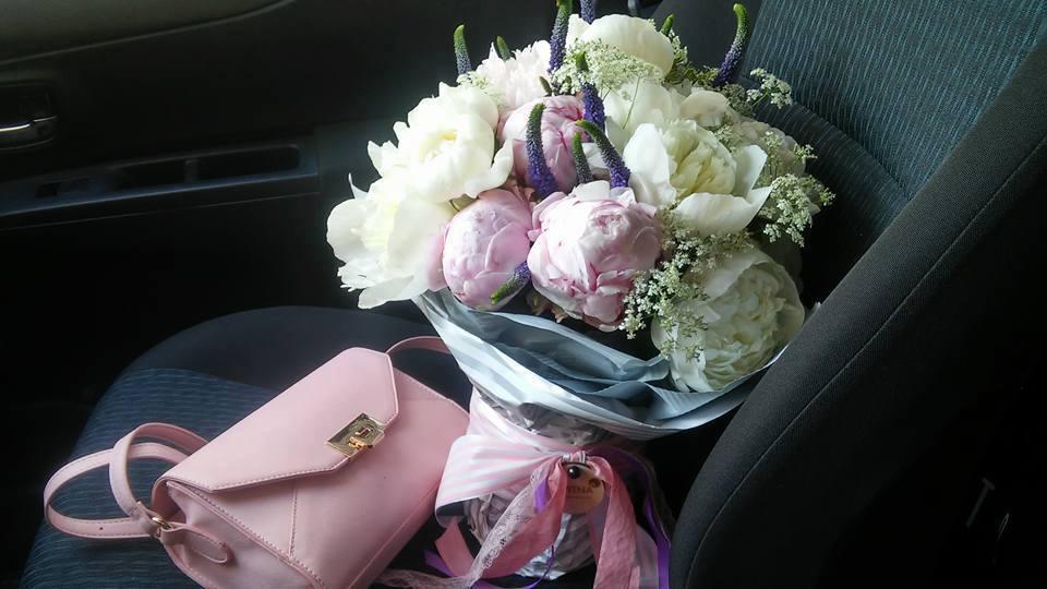 Дякую Вам - ці красиві квіти стали шедевром у Ваших руках! Такі ніжні :)