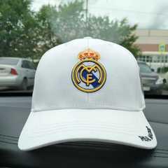 Кепка с вышитым логотипом Реал Мадрид (Бейсболка Real Madrid) белая