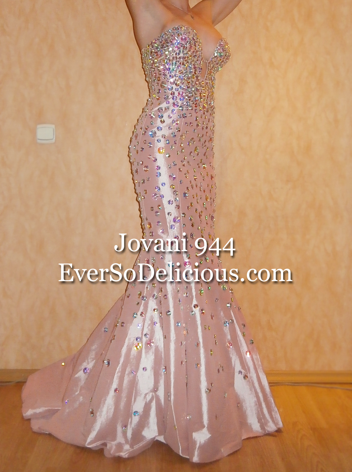 Jovani 944