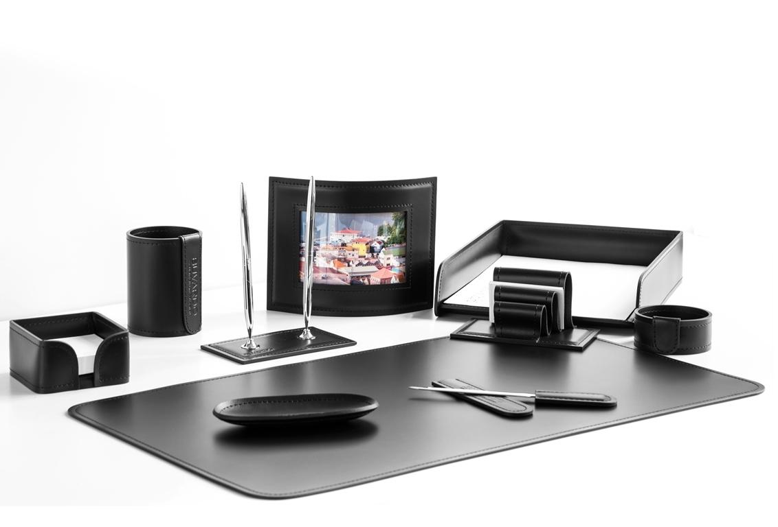 Черный набор на стол руководителя из итальянской кожи Cuoietto 10 предметов.