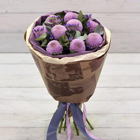 Букет с розовыми хризантемами