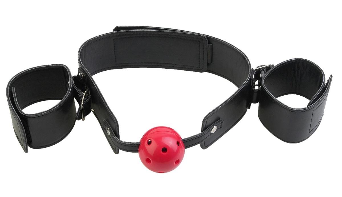 Маски, кляпы: Кляп-наручники с красным шариком Breathable Ball Gag Restraint фото