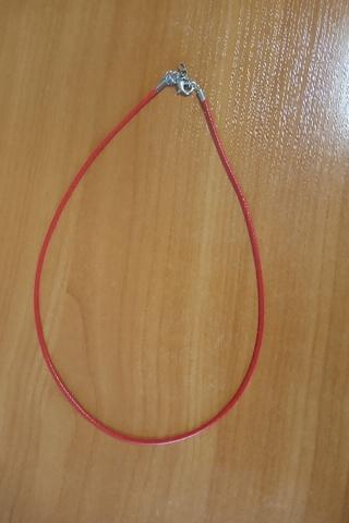 Шнурок 45 см красный