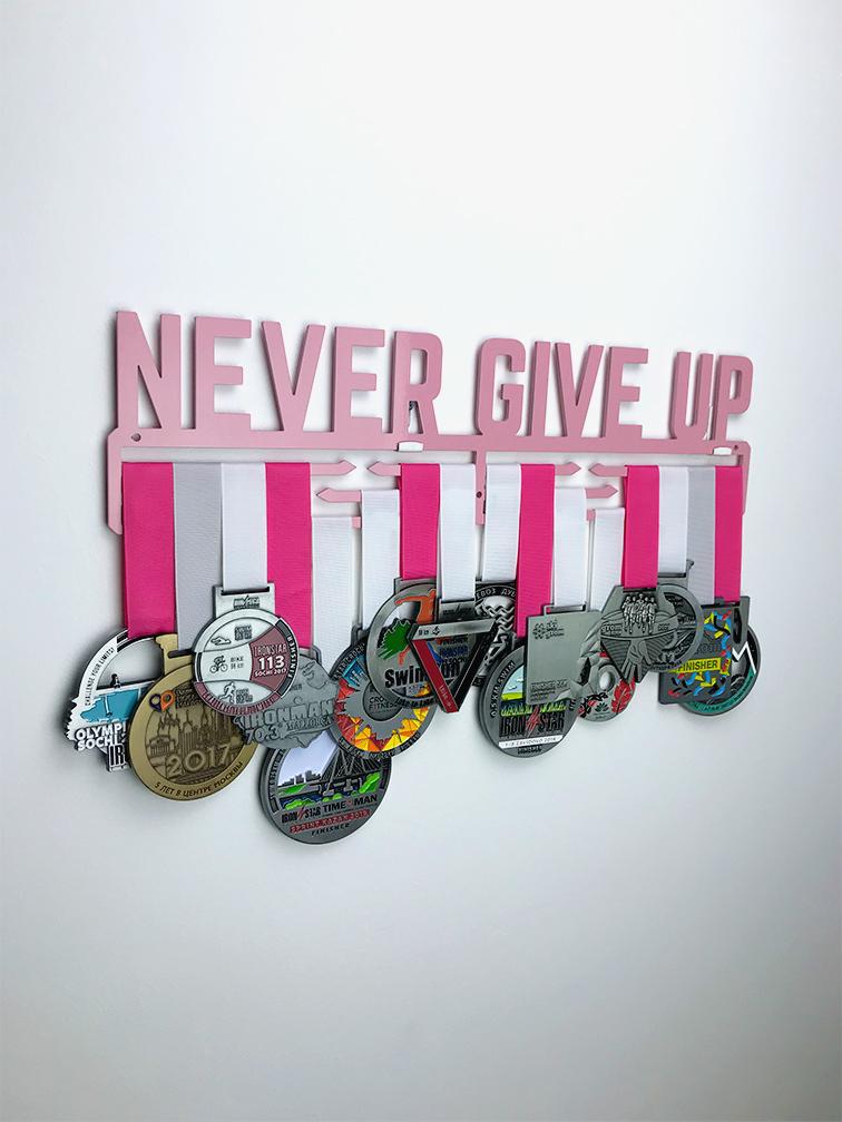 Медальница Never give up (розовый)