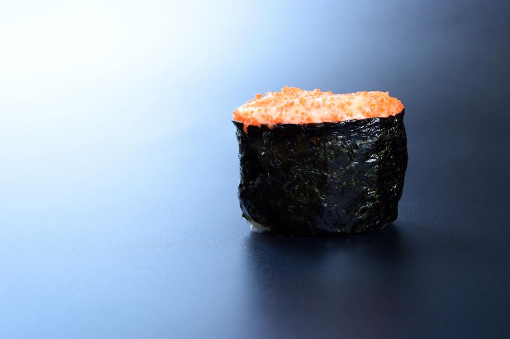 Гункан с лососем холодного копчения
