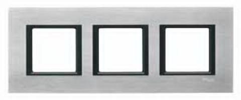 Рамка на 3 поста. Цвет Серебристый алюминий. Schneider electric Unica Class. MGU68.006.7A1