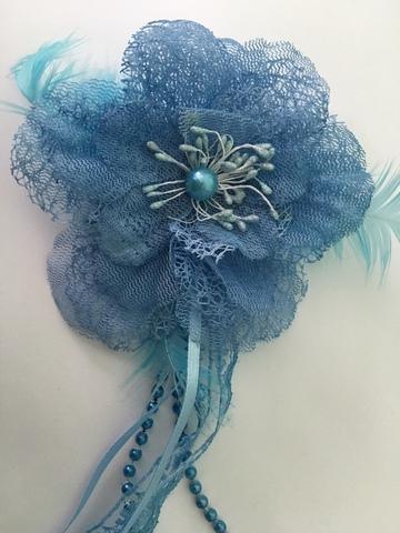 Цветок голубой.