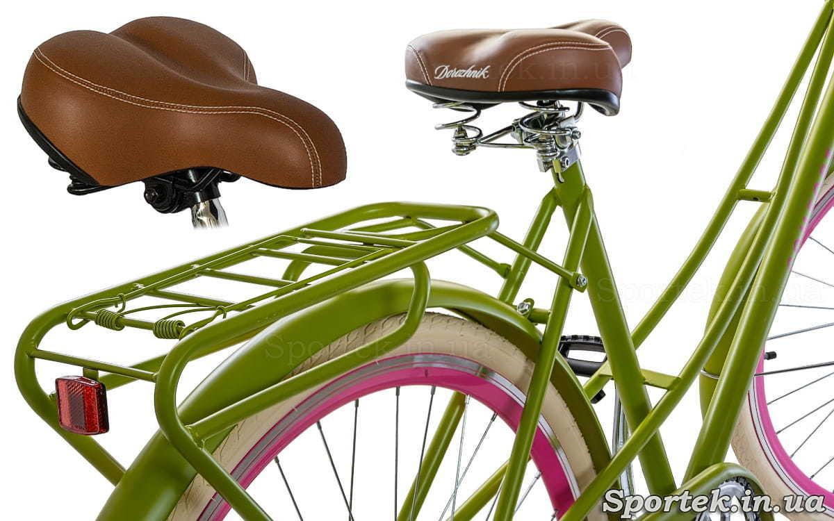 Вид сзади на седло, багажник и раму велосипеда Dorozhnik Comfort Female 2018