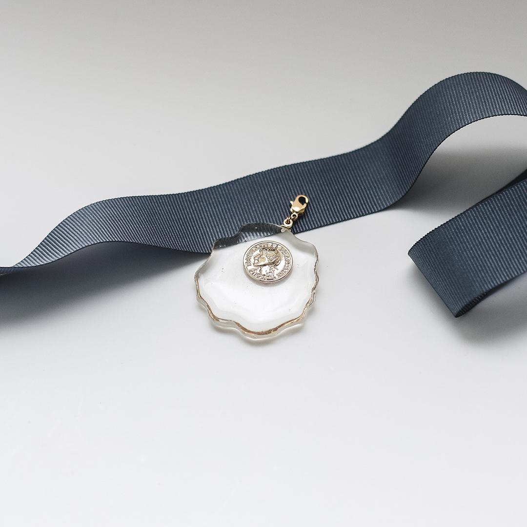 Медальон из прозрачного пластика с монеткой  оптом и в розницу