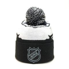 Вязаная шапка хоккей НХЛ  (Hockey NHL) черно-белая с помпоном