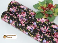 Кожа с розово-сиреневыми цветами на черном