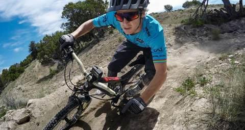 Крепление на руль/подседельный штырь/лыжные палки GoPro Handlebar / Seatpost / Pole Mount (AGTSM-001) фото на велосипеде
