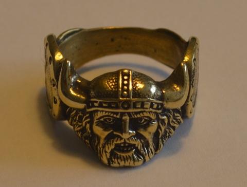 Стильный мужественный интересный перстень