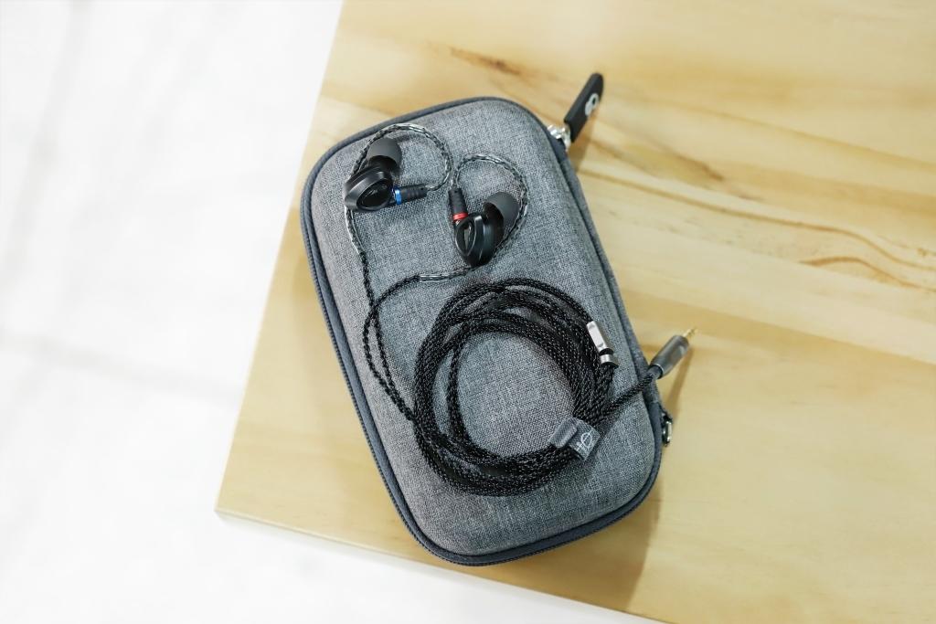 Shanling ME100 black, внутриканальные наушники