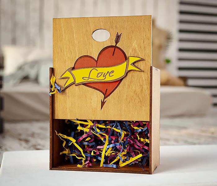 BOX239-2 Большая подарочная коробка с сердцем (17*17*10 см) фото 05