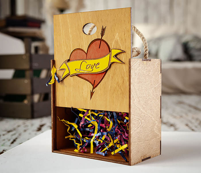 BOX239-2 Большая подарочная коробка с сердцем (17*17*10 см) фото 06