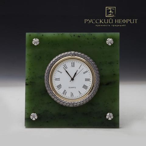 Часы реплика К.Фаберже из нефрита.