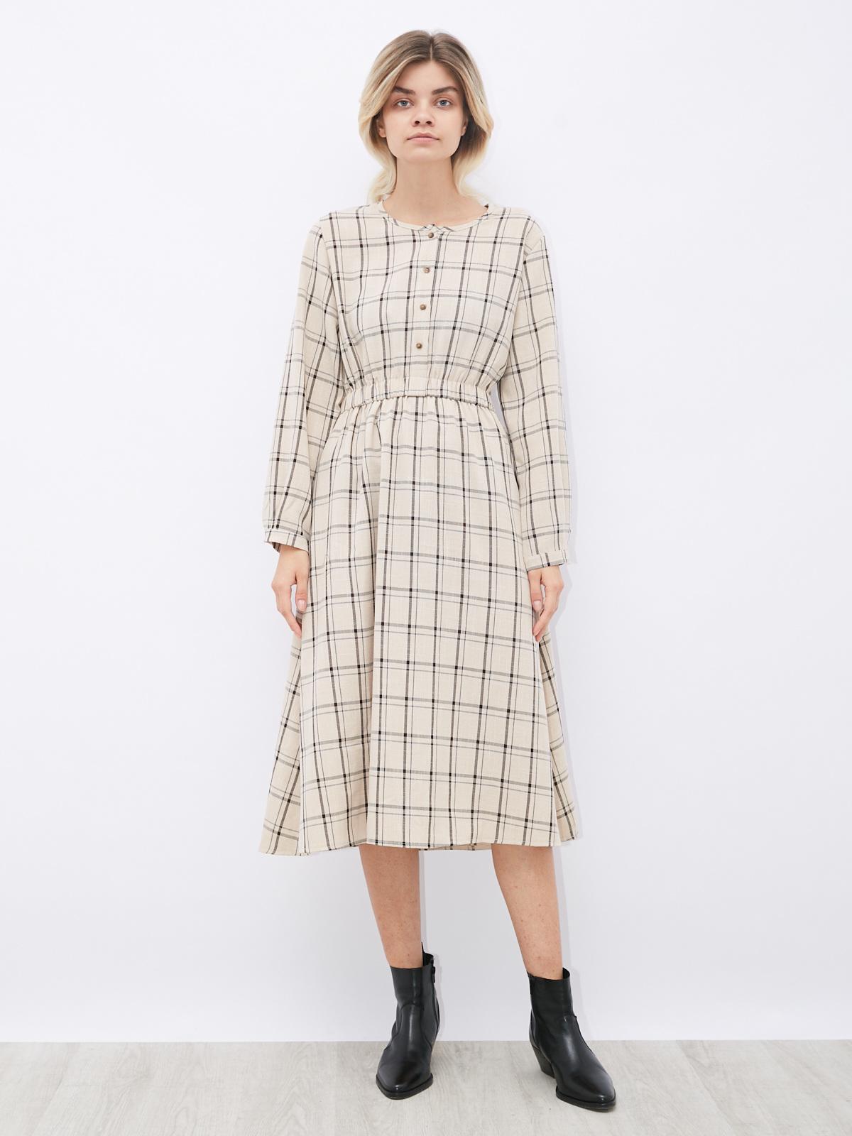Платье в клетку с резинкой на поясе