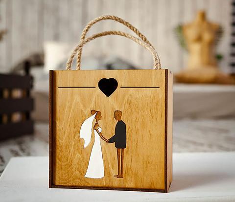 Деревянная коробка для подарка на свадьбу (17*17*10 см)