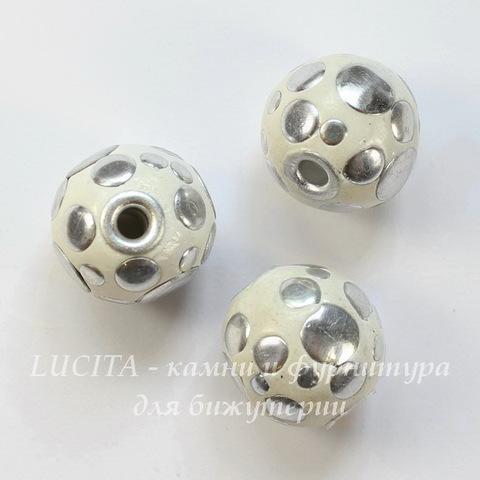 """Бусина """"Индонезийская"""" ручной работы белая с серебром, 18 мм"""