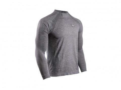 Тренировочная футболка с длинным рукавом.
