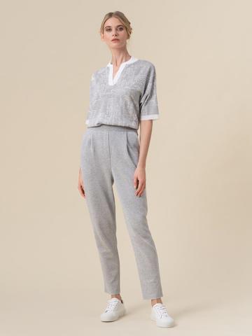 Женский джемпер серебряного цвета с принтом - фото 3