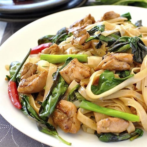 https://static-eu.insales.ru/images/products/1/4739/52220547/chicken_drunken_noodles.jpg