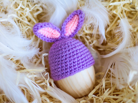 Великодній декор. Шапочка на крашанки - Кролик бузковий з рожевими вставками.
