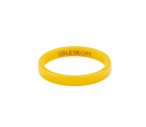 Желтое керамическое кольцо