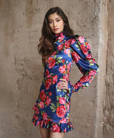 Платье с рюшами розы на синем