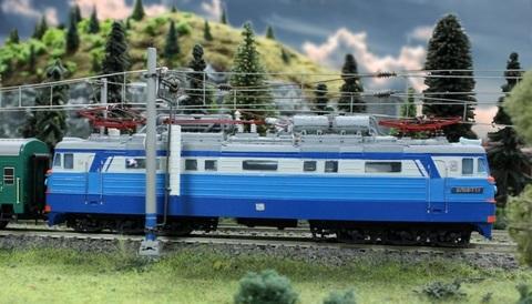 10Х23 Модель Электровоза ВЛ60к, НО с двигателем