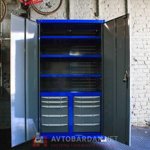 Усиленный закрытый стеллаж для инструментов с полками и выдвижными ящиками