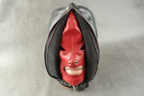 БДСМ шлем с молнией
