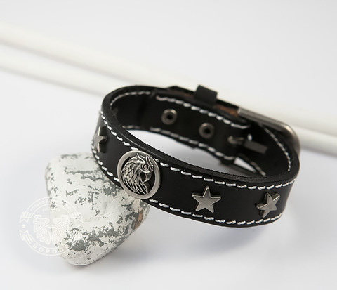 BL413-1 Мужской браслет из черной кожи с металлическими звездами и ястребом