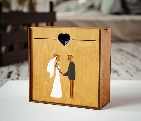 Подарочная деревянная коробка на свадьбу (17*17*7 см)
