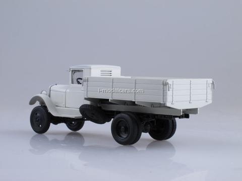ZIS-32 board white 1:43 Nash Avtoprom
